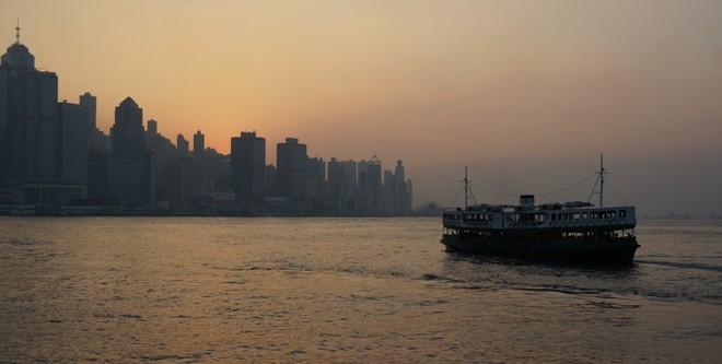 coucher de soleil sur la baie de hong kong