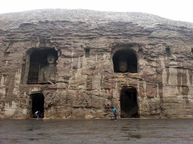 cave avec grand bouddha grotte yungang datong