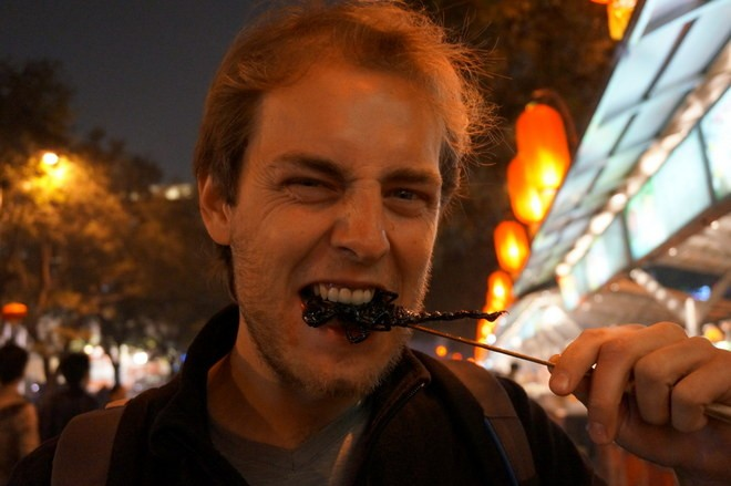 dégustation de scorpion au black market a Pekin