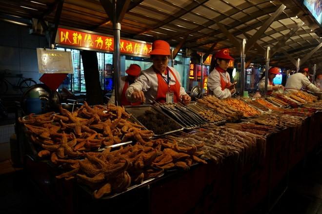 Etalage d'insectes au black market Pékin