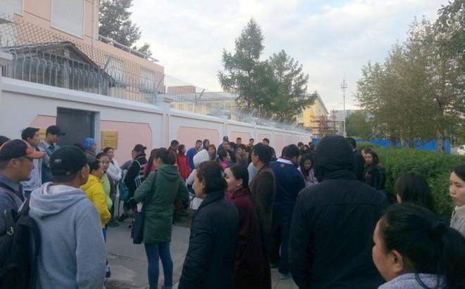 file d'attente a l ambassade de chine pour le visa