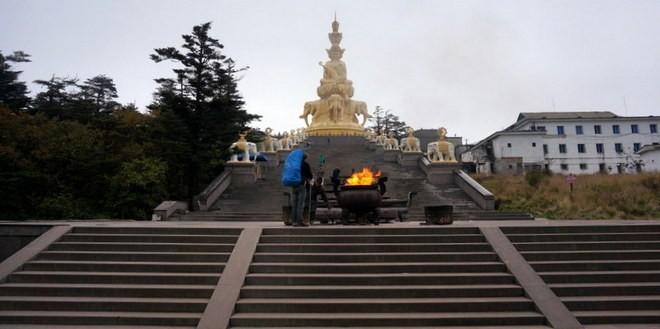 le bouddha du mont emei