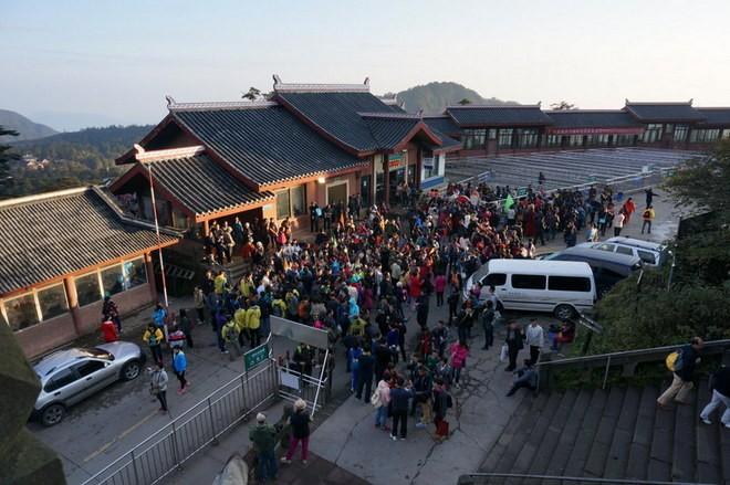 les touristes au telepherique du mont emei