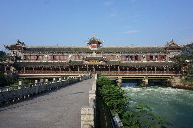 riviere separe dujiangyan