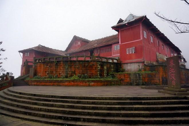 un temple au sommet du mont emei