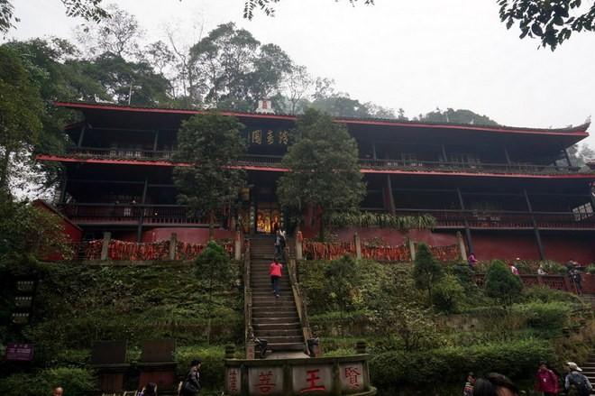 un temple sur le mont emei