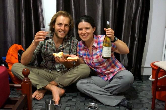 vin rouge et fromage en voyage