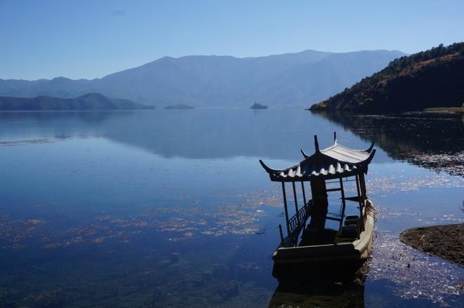 magnifique vue sur le lac lugu yunnan