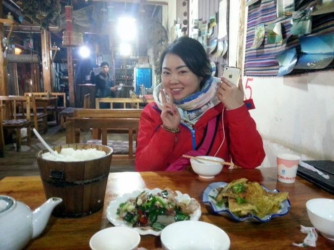 un repas au restaurant lac lugu en chine