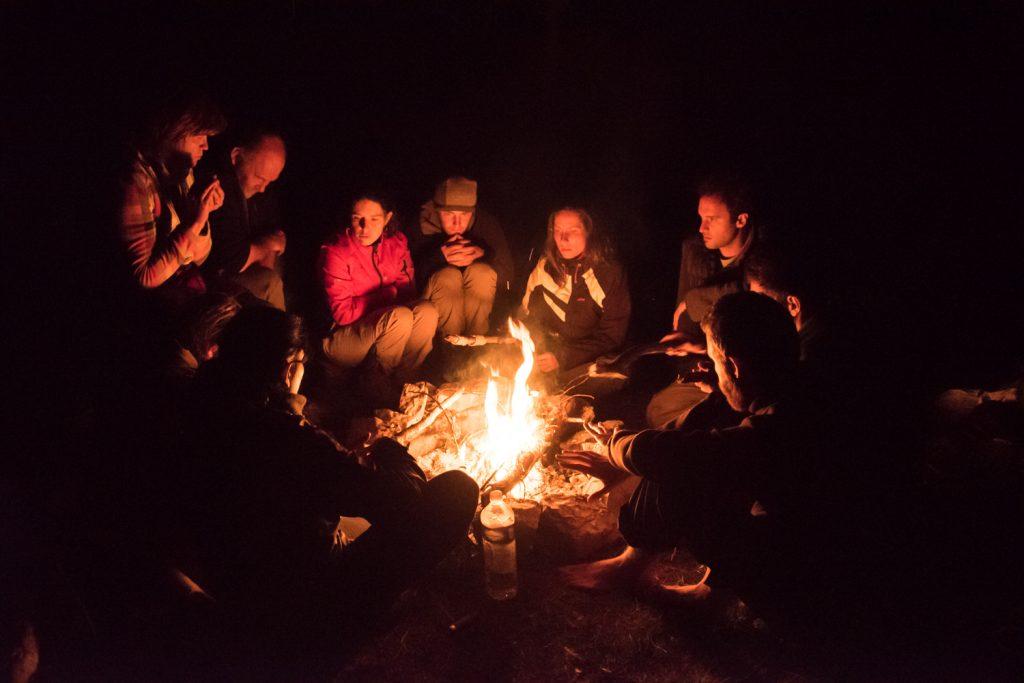 stage de vie sauvage et vagabondage autour du feu